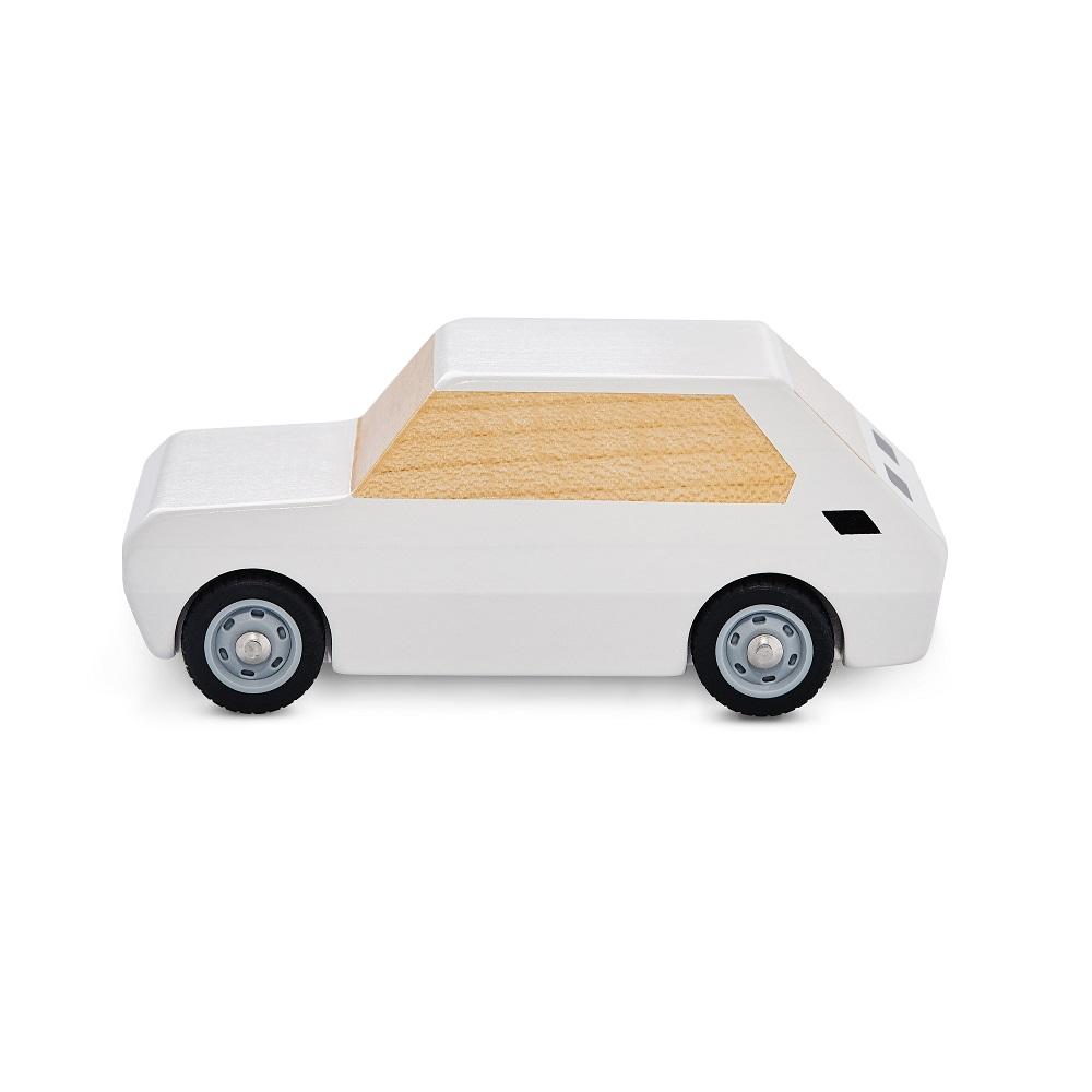 Mały Fiat zabawka z drewna bialy