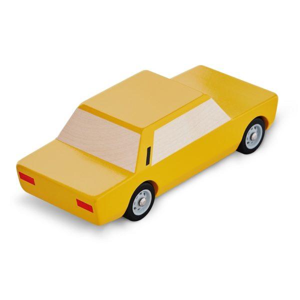 Polski Fiat 125p żółty model
